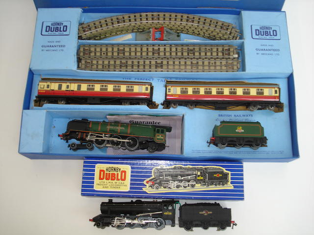 Hornby Dublo Passenger train set, 8F locomotive, rolling stock and accessories lot