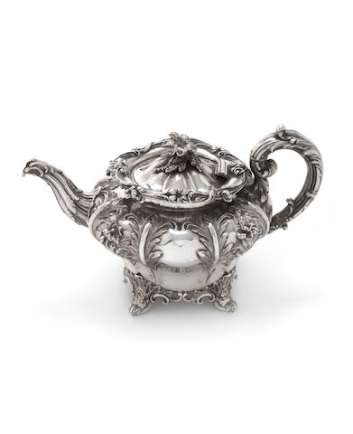 A William IV silver teapot by Edward, Edward Jnr, John & William Barnard, London 1834