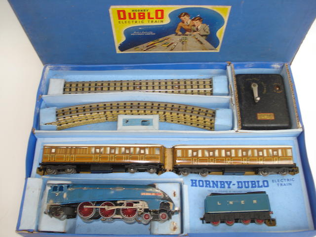 Hornby Dublo EDP1 Sir Nigel Gresley passenger train set