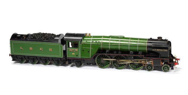 Gauge I Live Steam model of a LNER A2 Pacific 4-6-2 locomotive No.525 and tender A.H. Peppercorn Handbuilt by Dave Baker circa 2000