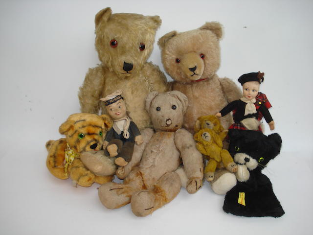 Three Teddy bears and soft toys lot