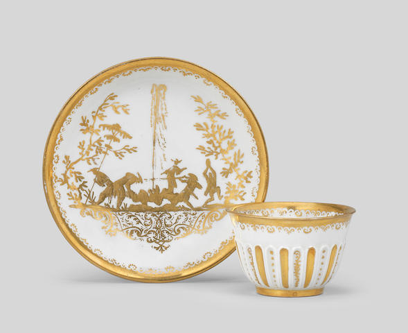 A Meissen Hausmaler teabowl and saucer, circa 1725