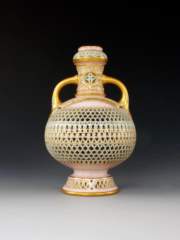 Worcester                      Vase