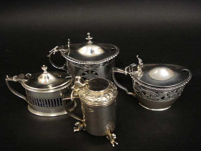 An Edwardian silver mustard pot by Nathan & Hayes, Chester 1904  (4)