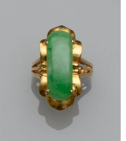 A jadeite single stone ring