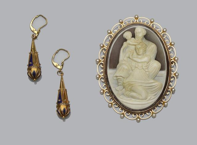 A pair of Victorian enamelled earpendants and a shell cameo brooch (2)