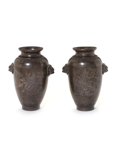 A pair of small bronze vases Shisou two-character marks
