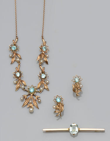 A blue zircon and cultured pearl necklace, earrings and an aquamarine bar brooch (3)