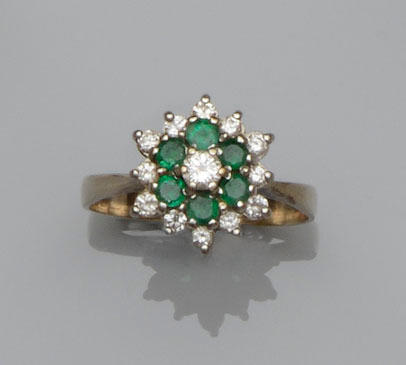 An emerald and diamond target cluster ring