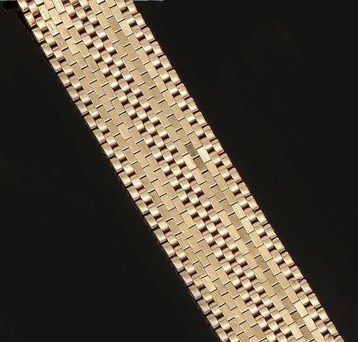 A 9ct gold wide brick-link bracelet