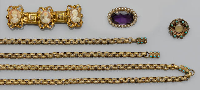 A collection of jewellery (18)