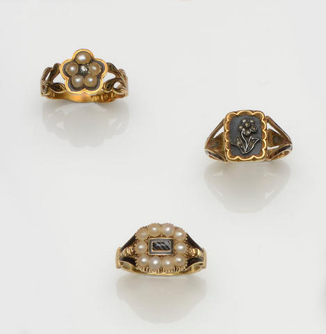 A collection of seven rings  (7)