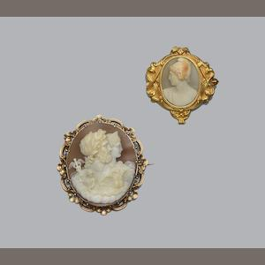 Two Victorian shell cameo brooches (2)