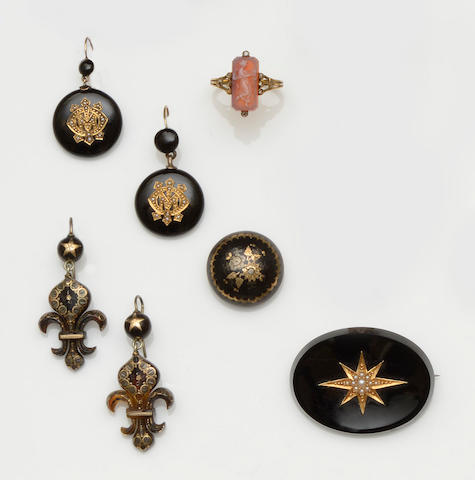 A collection of Victorian and later jewellery (7)