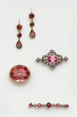 A collection of vari gem-set jewellery (7)