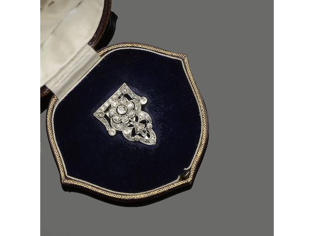 An Art Deco diamond set single clip brooch