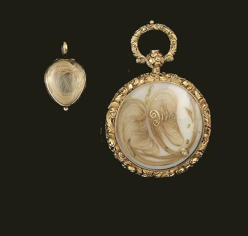 A late 18th century small double sided glazed locket (2)
