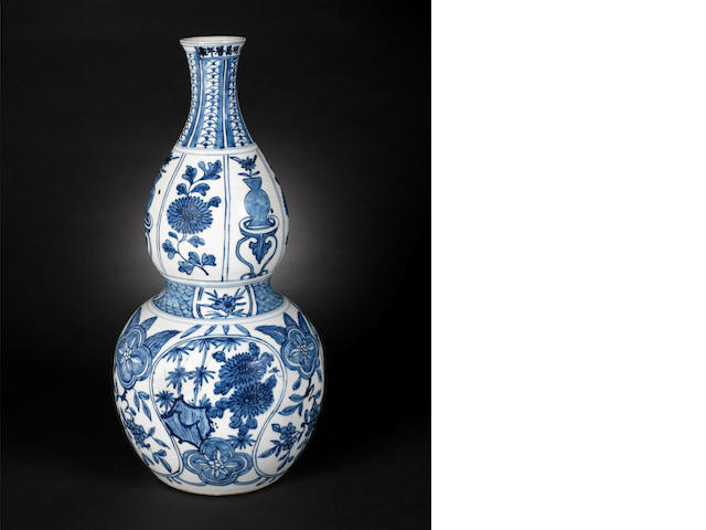 A blue and white double-gourd vase Wanli six-character mark