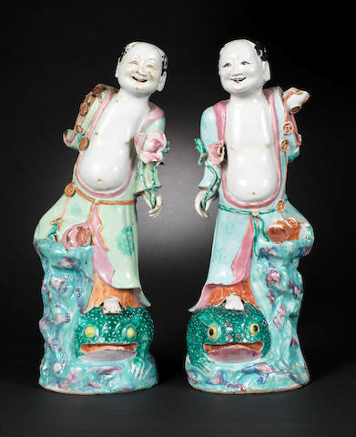A mirrored pair of famille rose figures Qianlong/Jiaqing