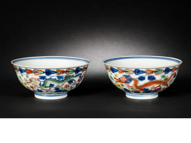 A pair of wucai bowls
