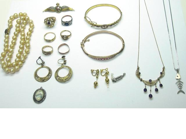 A collection of Victorian and costume jewellery