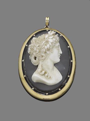 A late 19th century agate cameo pendant