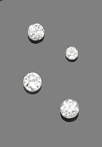 Four unmounted diamonds (4)