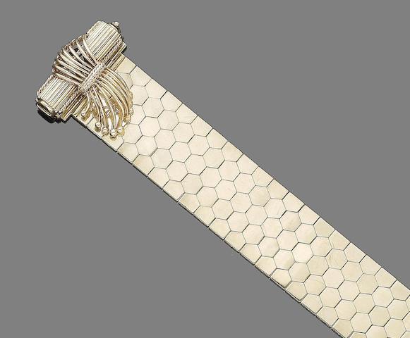 A fancy-link jarretière bracelet