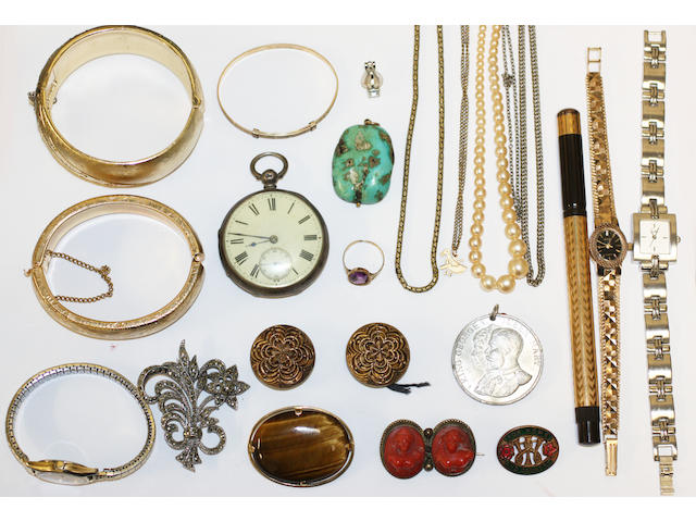 A large collection of jewellery,