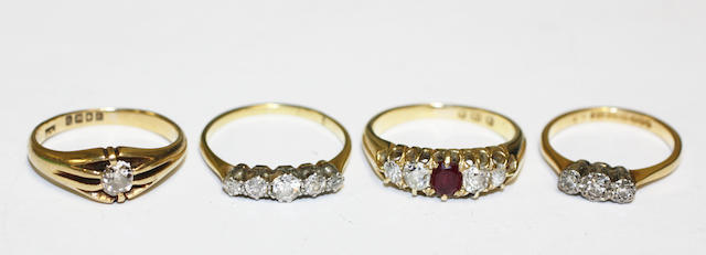Four diamond set rings, (4)