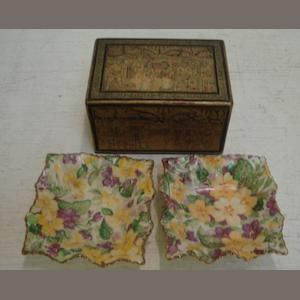 A small Chinese Export gilt lacquer chinoiserie decorated rectangular box, with hinged cover, 10cm, and a pair of James Kent Primula pattern crimped sided square dishes, 8cm. (3)
