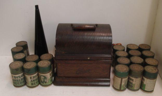 An oak cased Edison Fireside Phonograph Combination type, with horn and a collection of 20 Edison Amberol records.