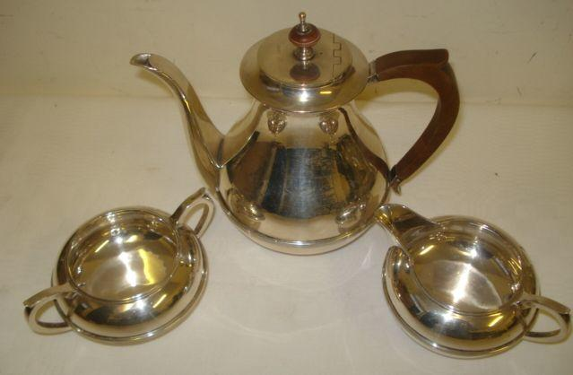 A heavy guage silver three piece coffee set, with reeded band decoration, fruitwood handle and lift comprising coffee pot, sugar basin and milk jug, 1933, 1936 & 1937, 28ozs gross.