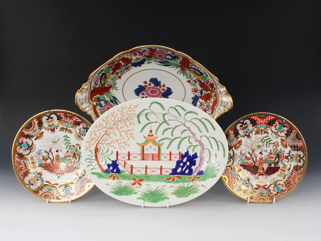 A Flight, Barr and Barr platter and two plates and a Flight and Barr centre dish, early 19th century