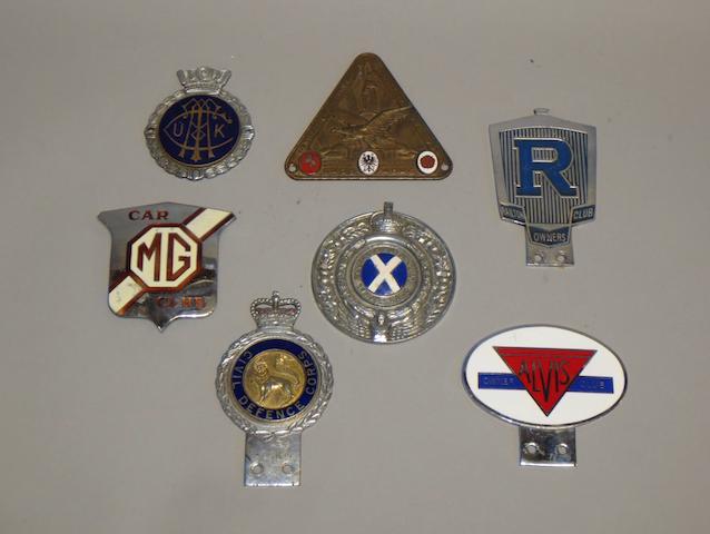 Assorted motoring badges,