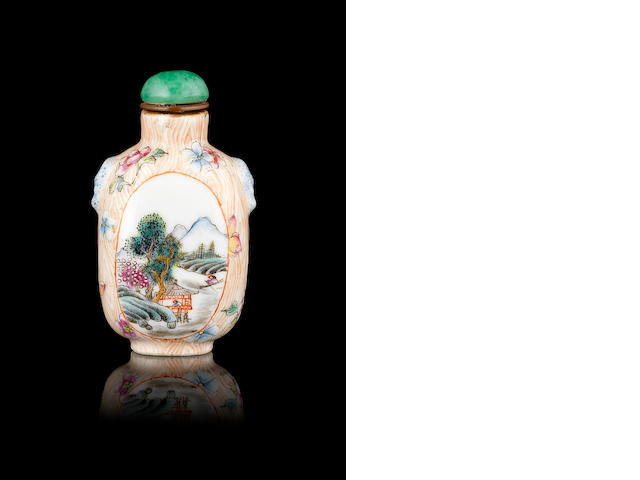 A famille rose snuff bottle Late Qing Dynasty, Qianlong four-character seal mark