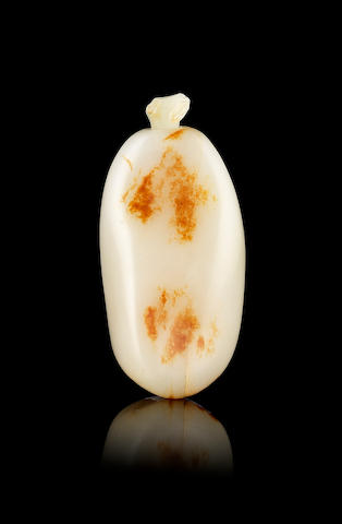 A jade pebble-shaped snuff bottle  18th or 19th century