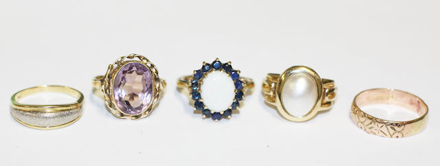 A collection of five rings, (5)