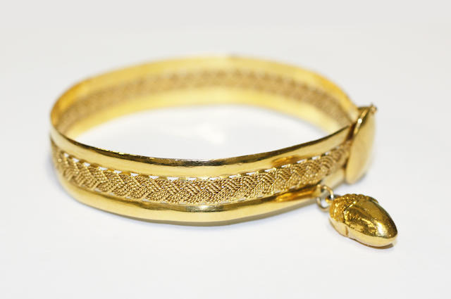 An Eastern yellow precious metal bangle,