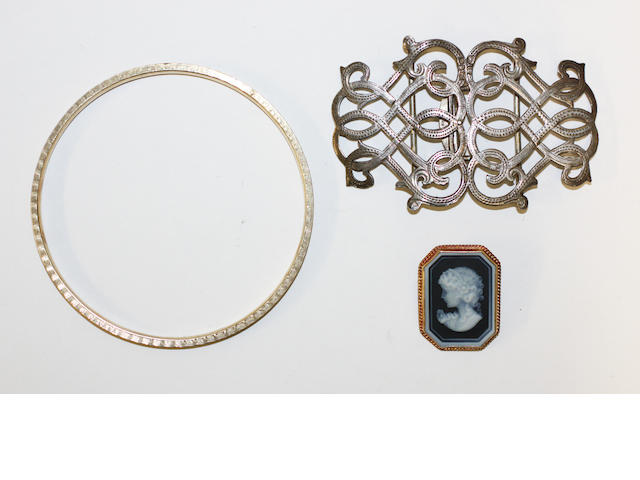 9ct gold slave bangle, cameo brooch and a silver buckle (3)