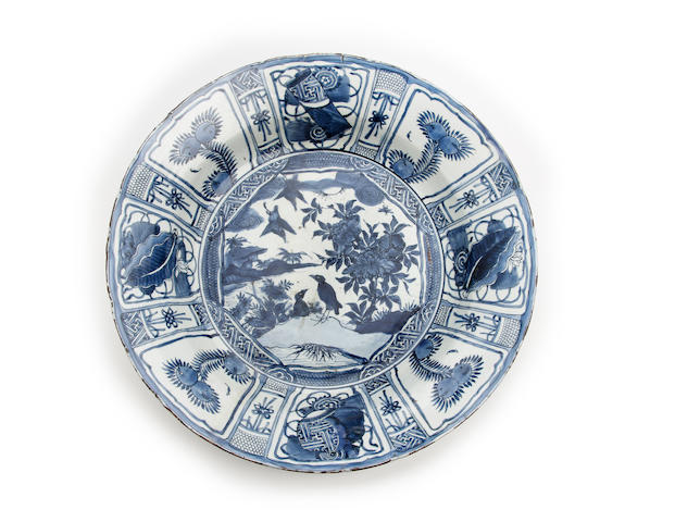 A large Chinese Kraak porcelain dish or basin Late Ming Dynasty, first quarter 17th Century
