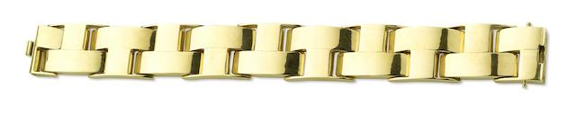 An 18ct gold bracelet