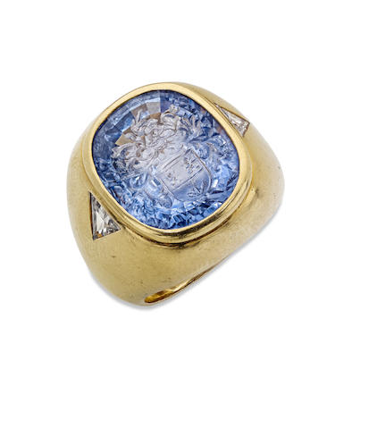 An 18ct gold sapphire signet ring