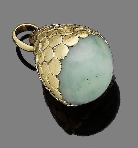 A chalcedony pendant