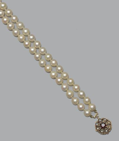 A cultured pearl and garnet necklace