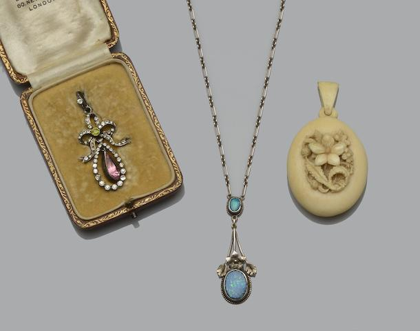A collection of 19th century and later jewellery (7)