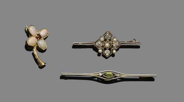 A collection of six vari gem-set brooches (6)
