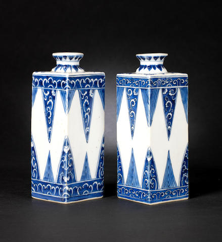 A pair of blue and white tea caddies Kangxi