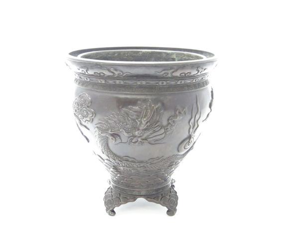 A bronze ikebana vase By Toun, Meiji