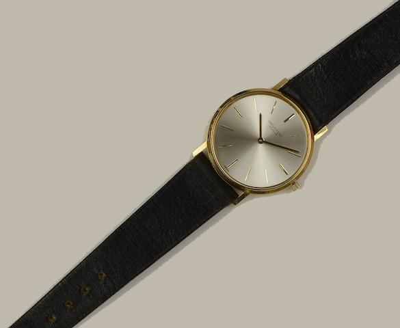 Universal: A slim 18ct gold gentleman's dress watch